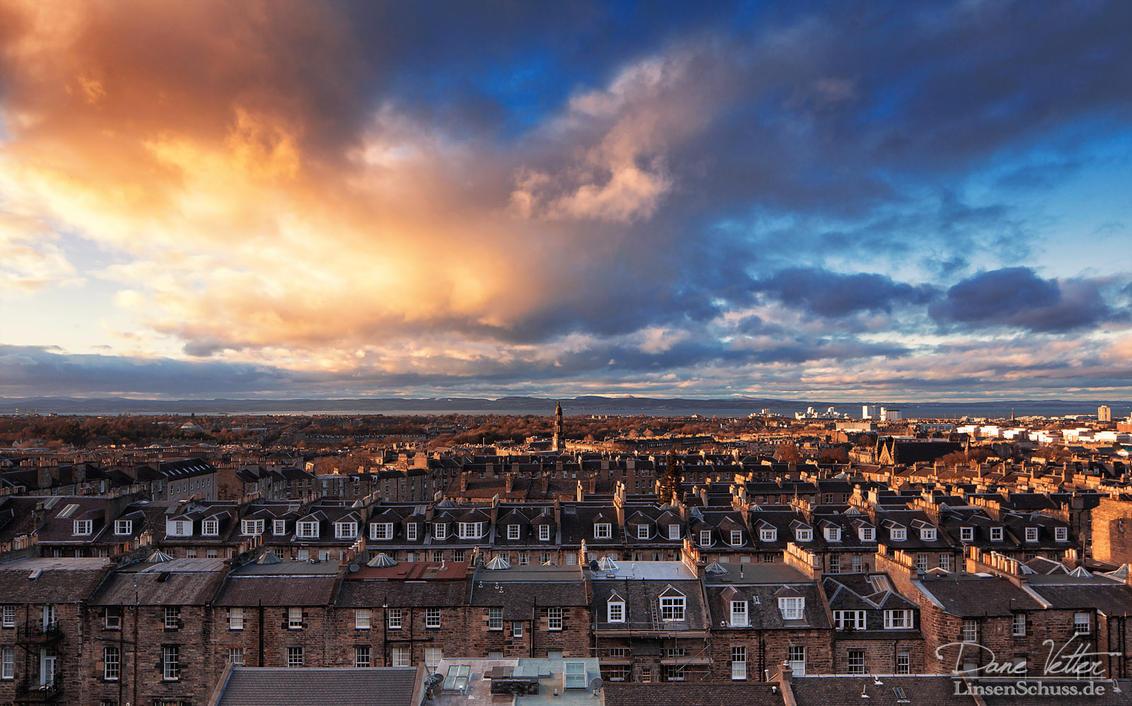 Edinburgh at Sunset by LinsenSchuss