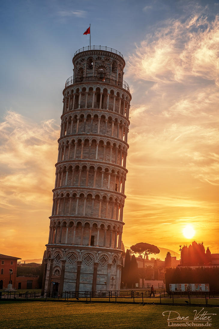 Leaning tower of pisa in the golden light by linsenschuss on deviantart - Leaning tower of pisa ...