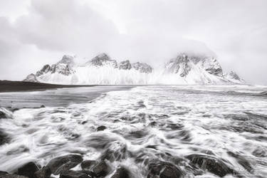 The Vestrahorn in the snow by LinsenSchuss