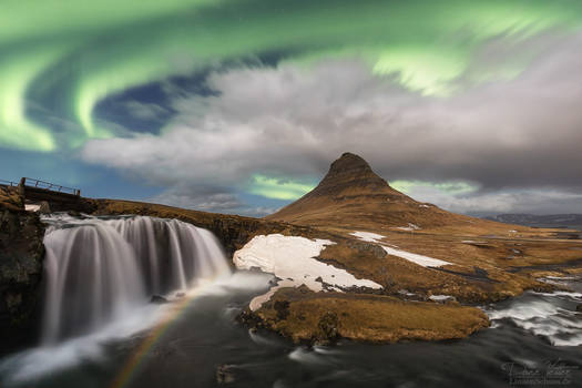 The moonbow under the green sky
