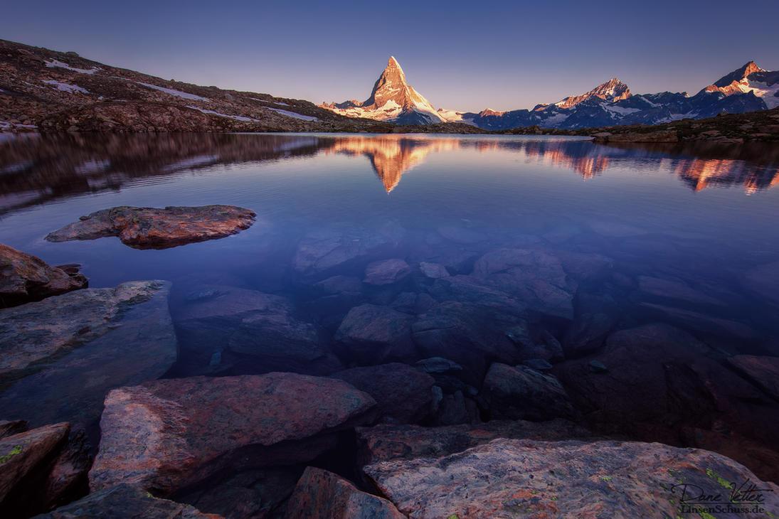 The Matterhorn in the lake by LinsenSchuss