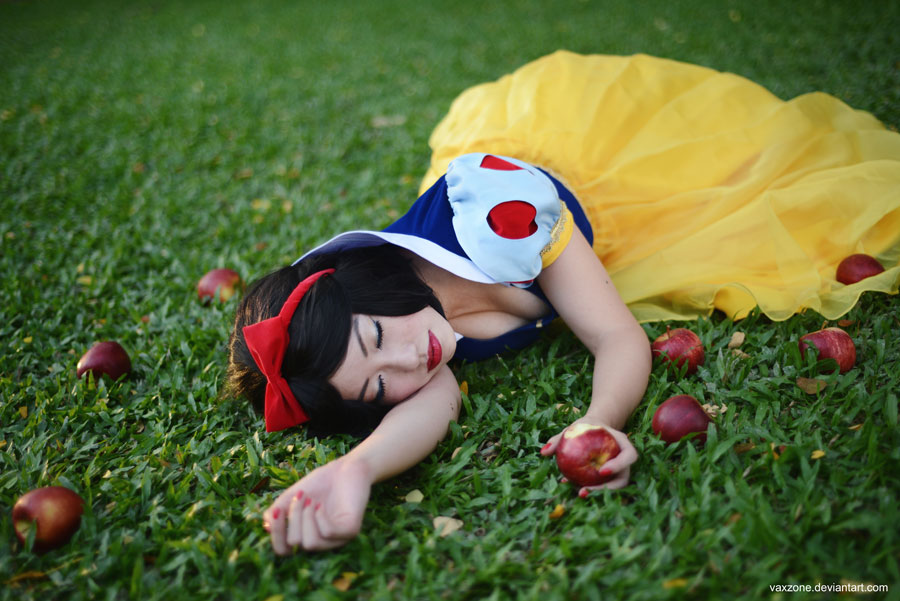 Snow White - Poisoned Apple by vaxzone on DeviantArt
