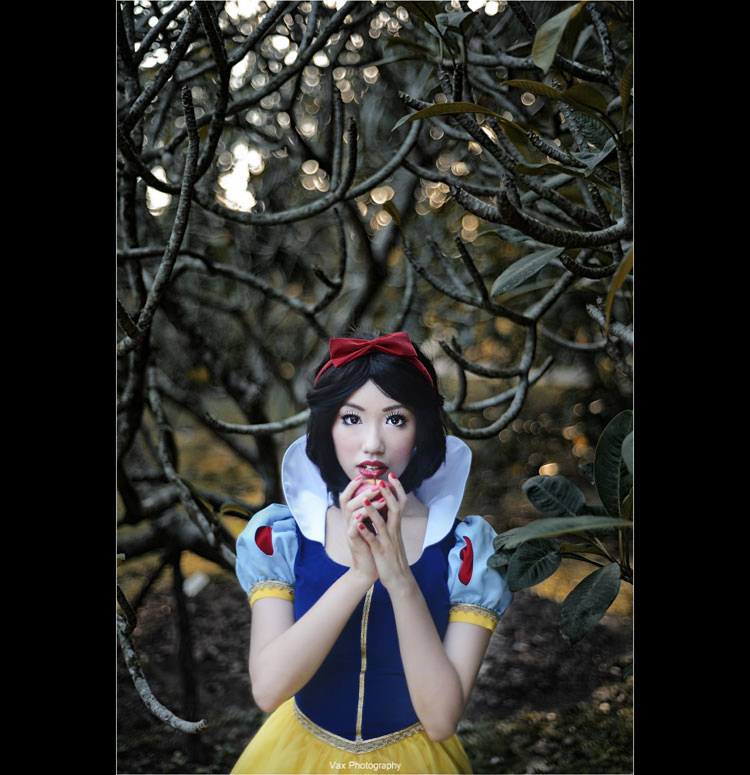 Snow White - Just One Bite by vaxzone