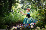 Frozen - Anna in the garden
