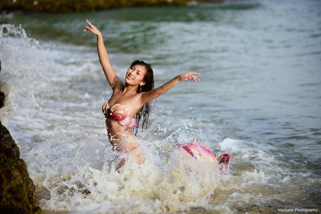 The Mermaid - Dancing in the sea by vaxzone