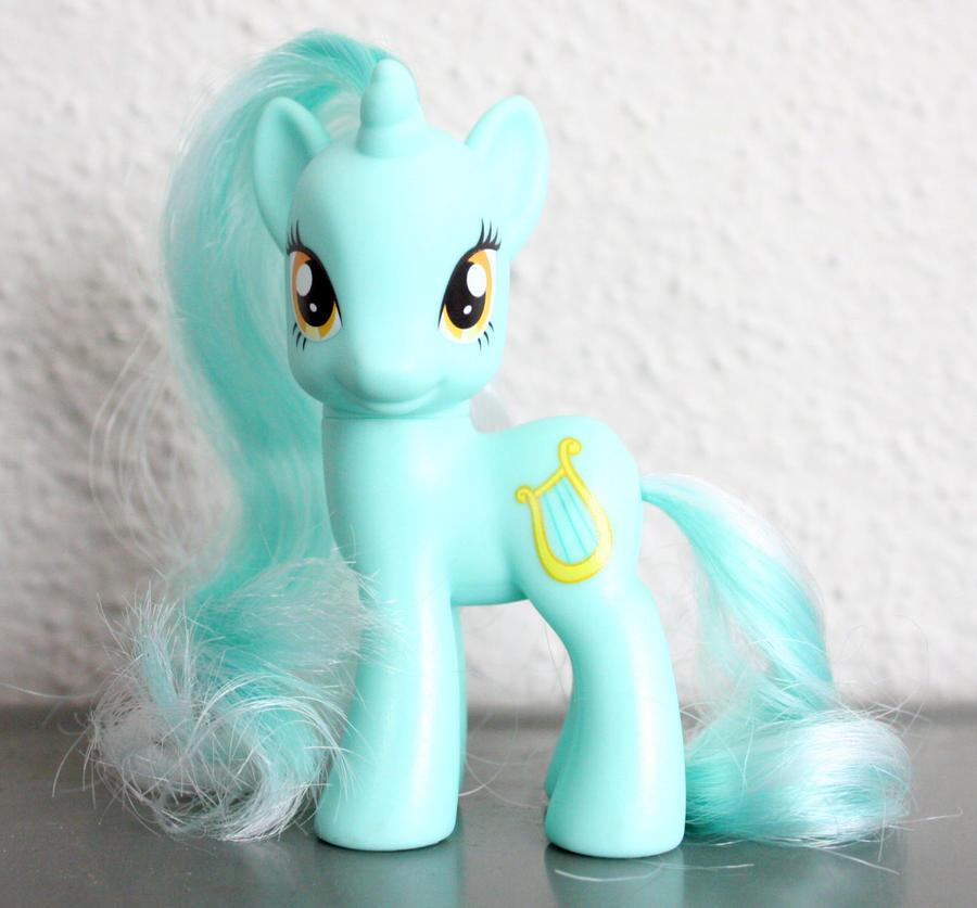 Lyra Heartstrings by PinkiePirates