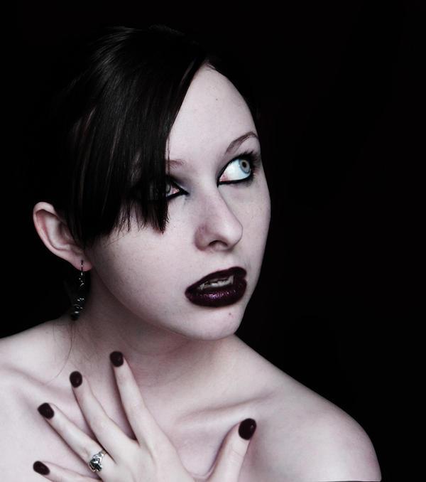 http://fc09.deviantart.net/fs25/i/2008/128/3/5/Vampire_by_Kaeldra_1.jpg