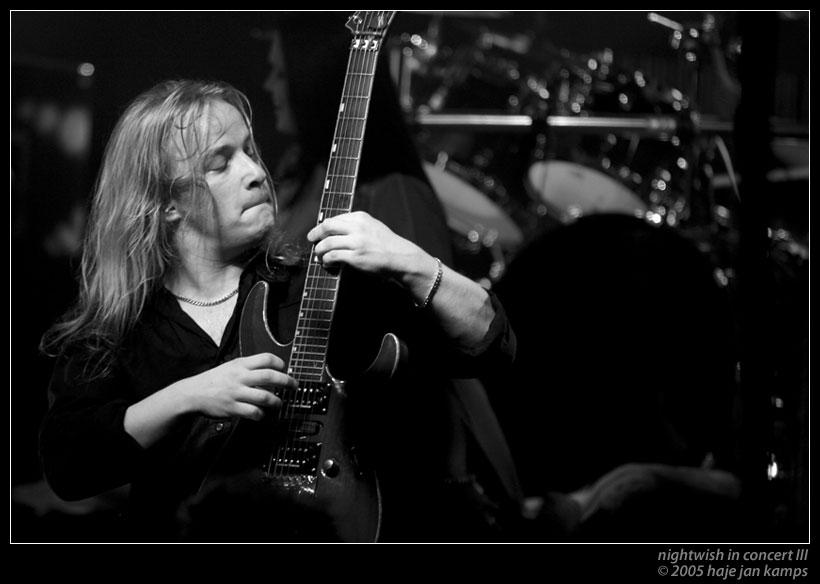 http://fc05.deviantart.com/fs6/i/2005/049/4/8/Nightwish_in_Concert_III_by_sharq.jpg