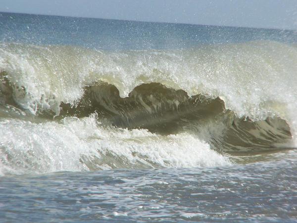 Waves by charlottesAngel