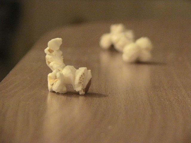 """Obrázek """"http://fc03.deviantart.com/fs8/i/2005/351/f/1/Popcorn__by_zekophaa89.jpg"""" nelze zobrazit, protože obsahuje chyby."""