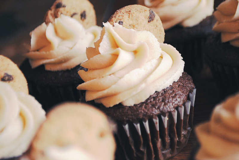 chocolate chip cookie cupcake by milkykiss