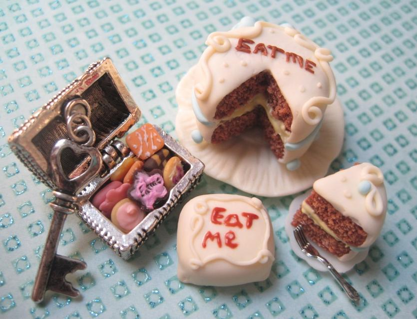 Alice In Wonderland Eat Me Cake Box