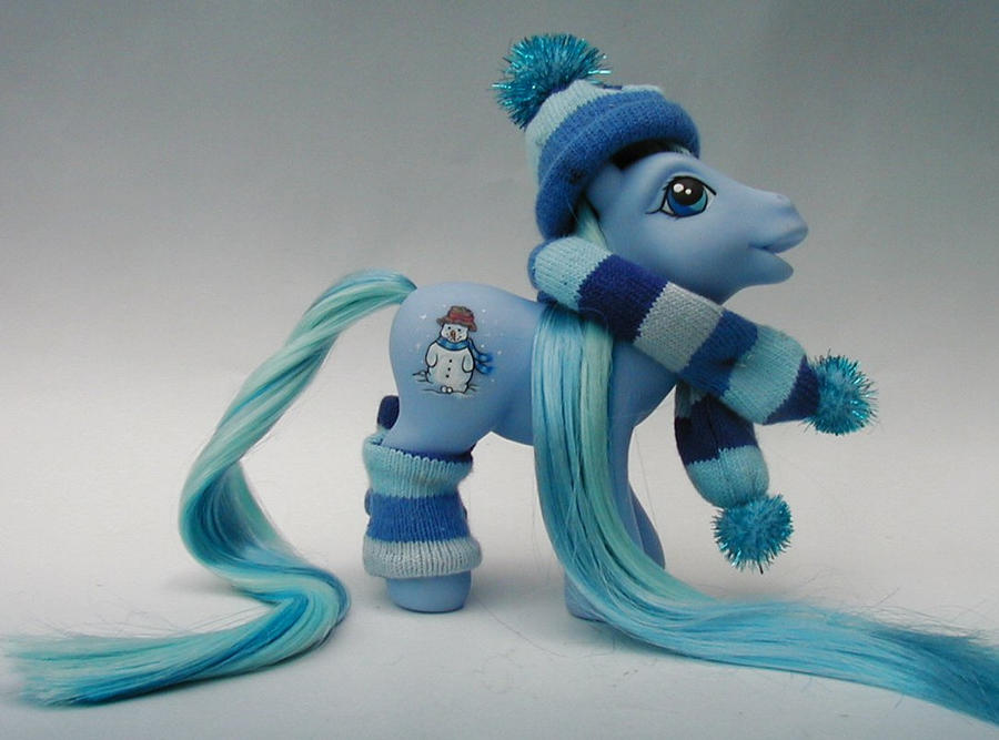 Winter pony 1 by Barkingmadd
