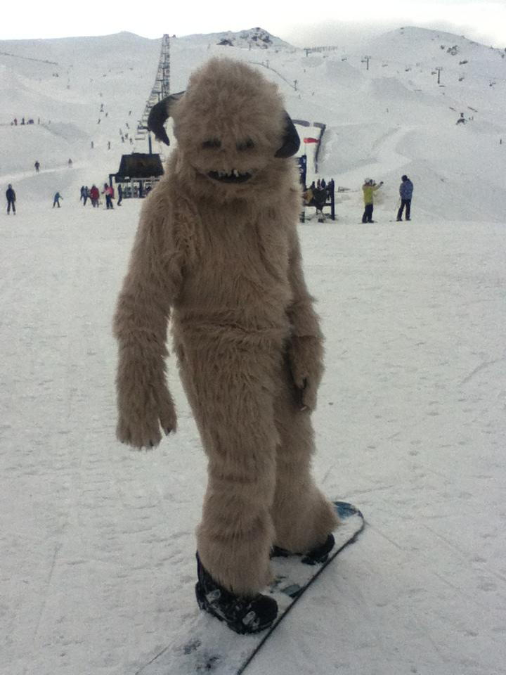 Wampa goes snowboarding by MonstrositiesNZ