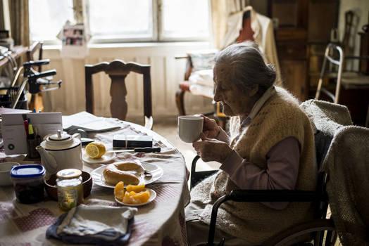 Mima having her breakfast, June 2019