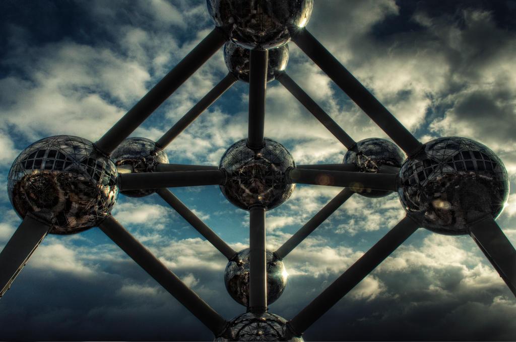 Atomium by ChrisKora