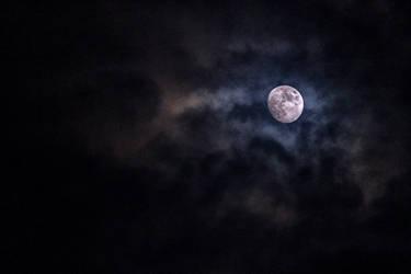 The waxing moon by Tjabula