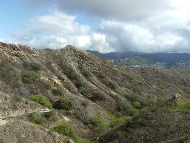 Going Up Diamond Head by rioka