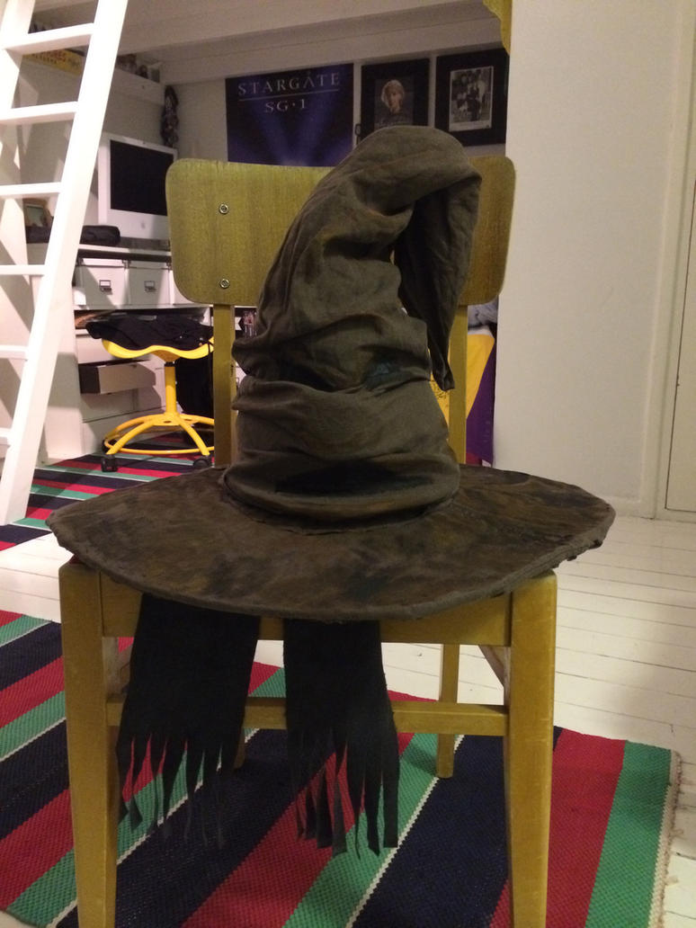 Sorting hat by KatjaFin