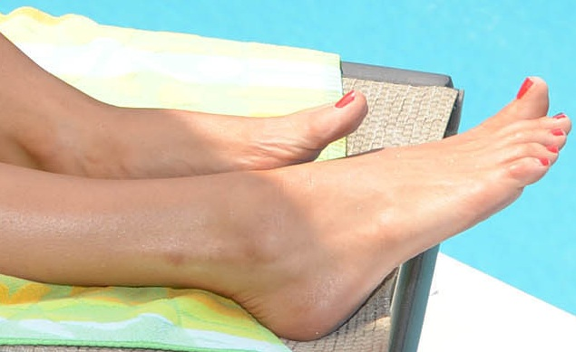 Jenny mccarthy toe suck