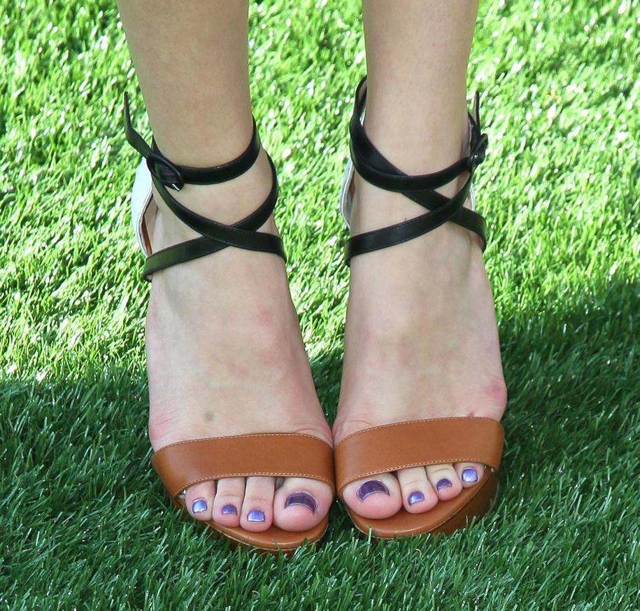 Bella Thorne feet 6 by GTSandFEETlover on DeviantArt