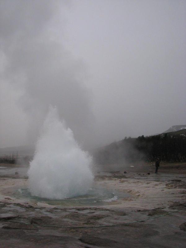 Strokkur eruption sequence 1 by Topaz172