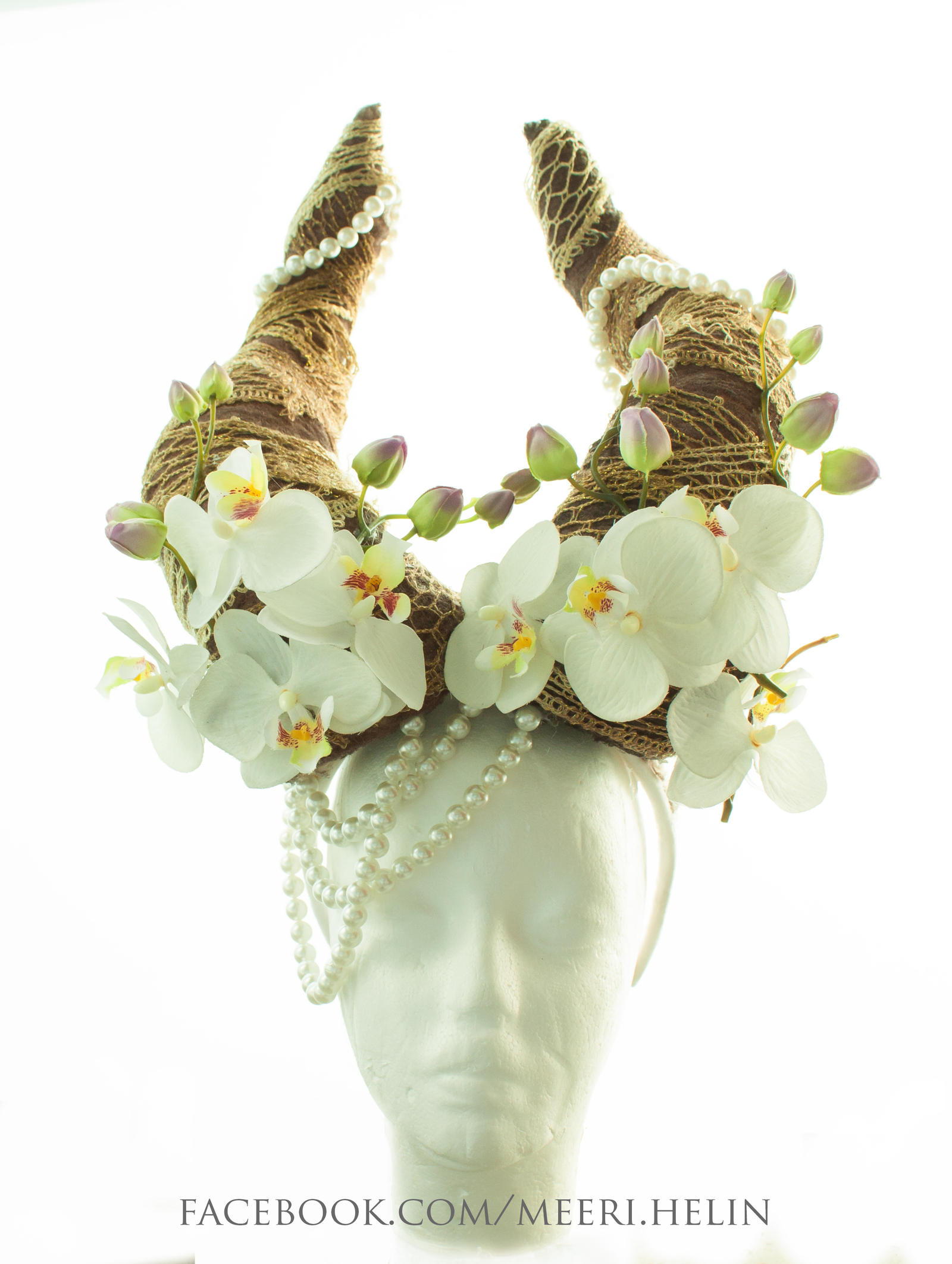 Headpiece horns/pearls by MeeriHelin