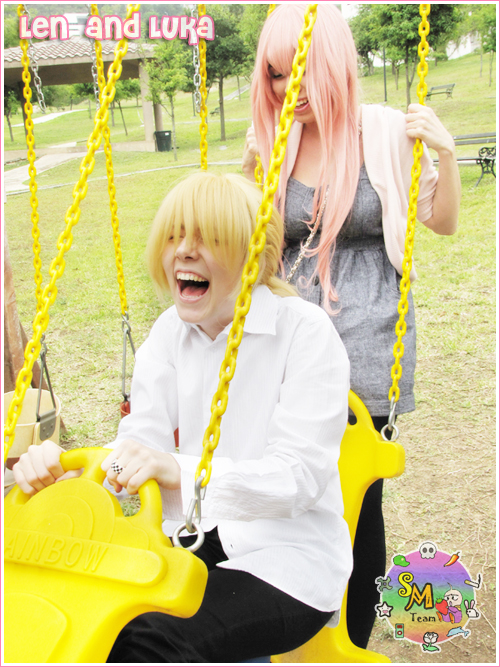 Smiling. by gravi-chan