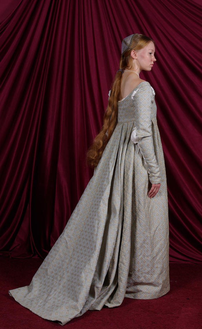 Italian Renaissance Gown: Back by Verdaera on DeviantArt