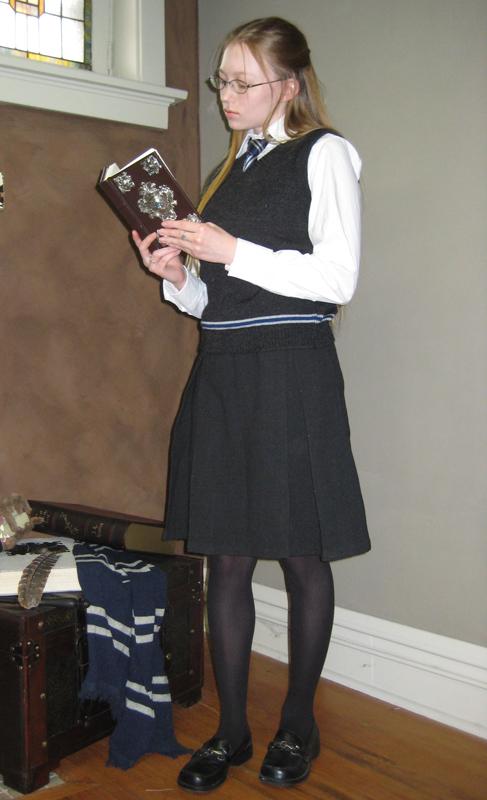 Hogwarts Uniform with vest by Verdaera