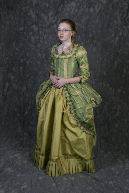 18th Century Gown -prettier by Verdaera