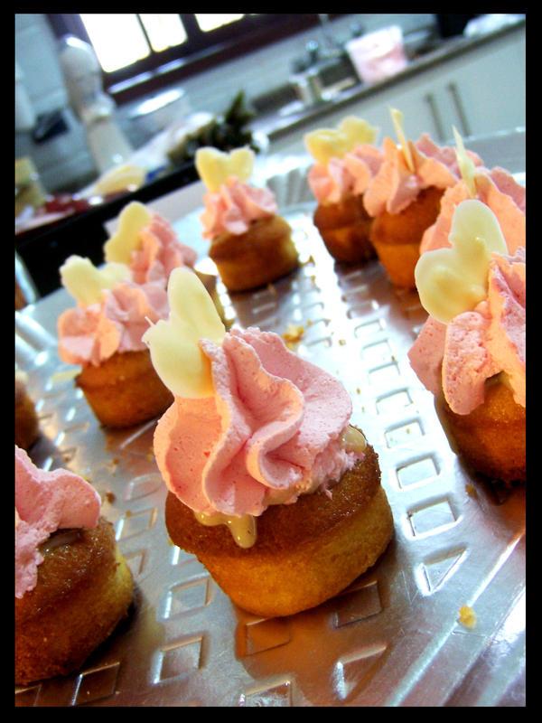 Chocolate n' cherry cupcakes 3 by chunkymonk3y