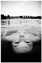 floating away by jonastomter