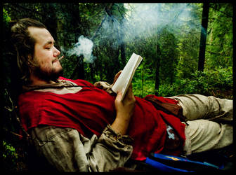 espen reading and smoking by jonastomter
