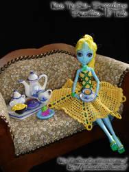 Little Miss Sunflower - It's tea time!