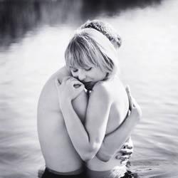Hold on to me by AnitaSadowska