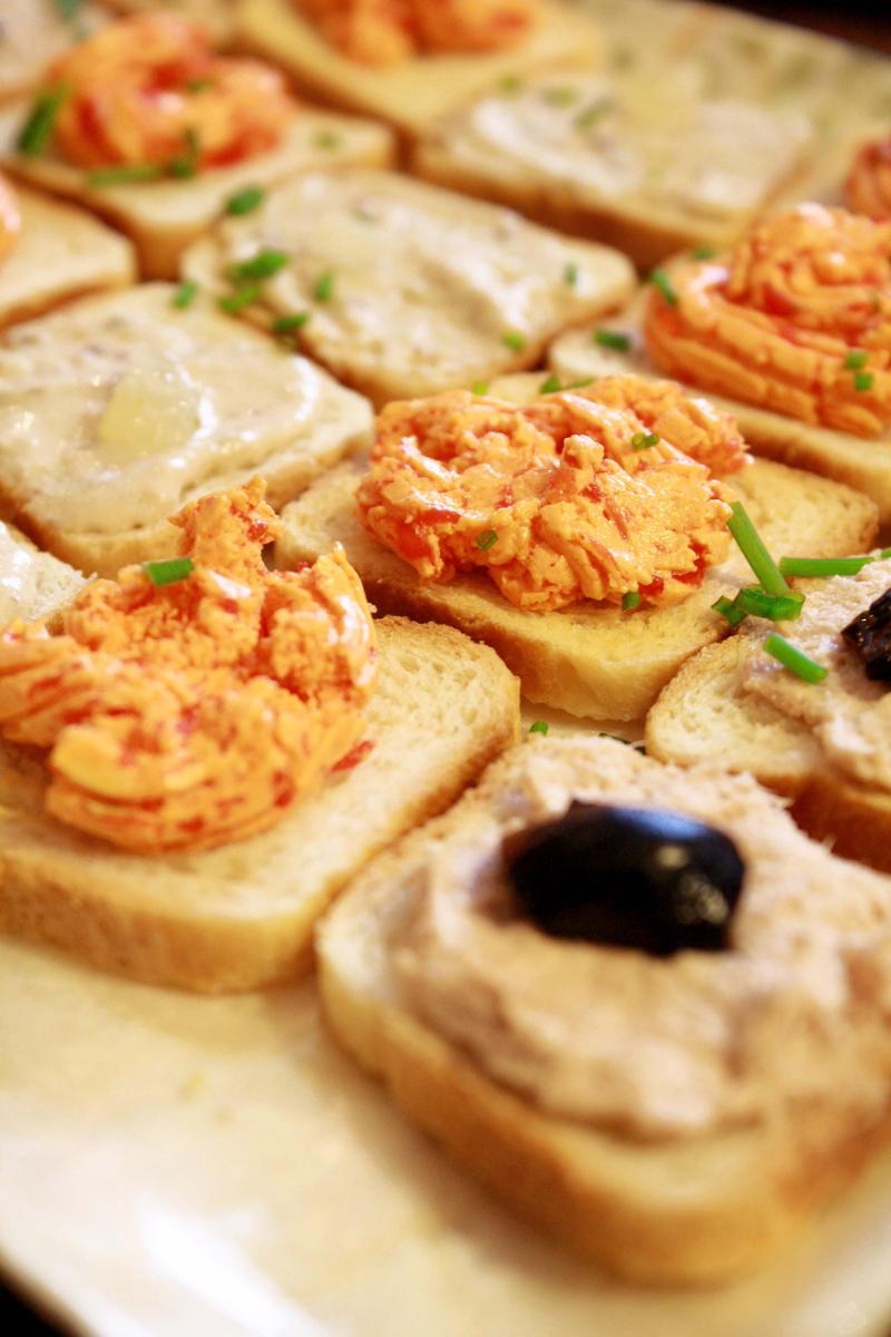 r u hungry by Maryonisnotdead