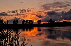 Sunset golden moment by Bull04
