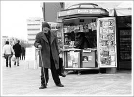 un om la ziare by SorinDanut