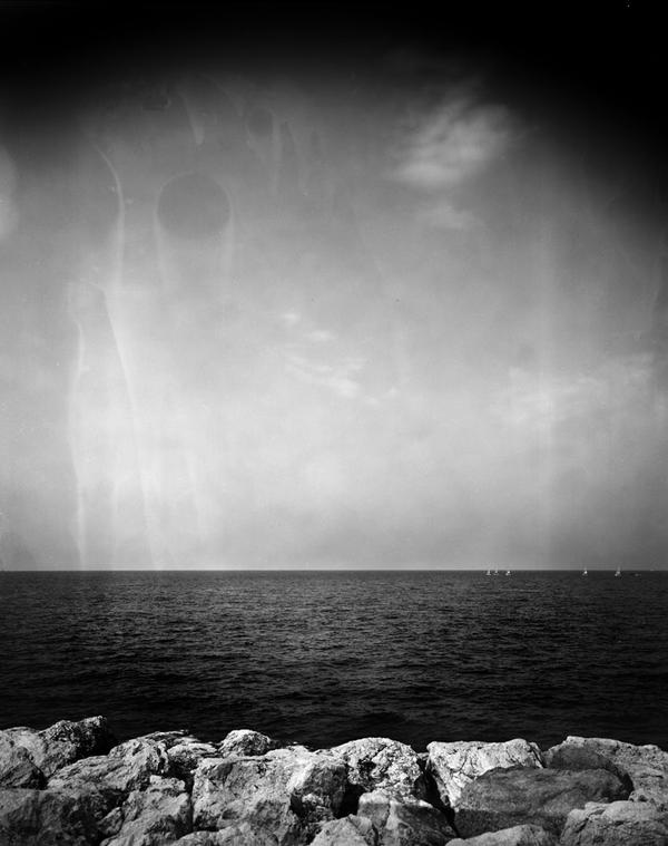 il a pas une tete bizarre le nuage ? by edredon