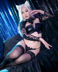 KDA Ahri cosplay by Rinnie Riot