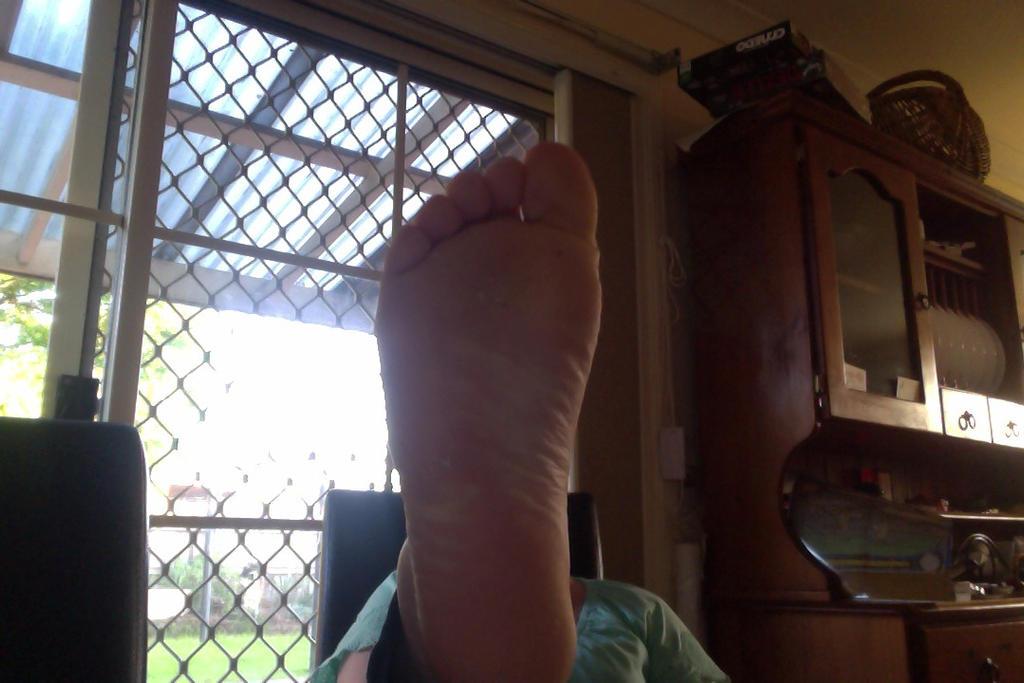 foot for head by InfiniteNosferatu