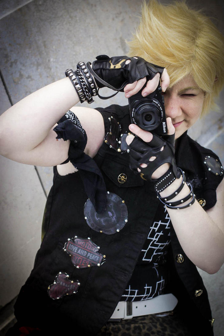 Only let me take this shot!! Prompto Cosplay by JuubeiChan