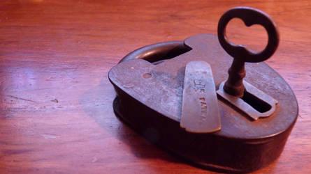 Victoria Regina pad lock by Tobesane