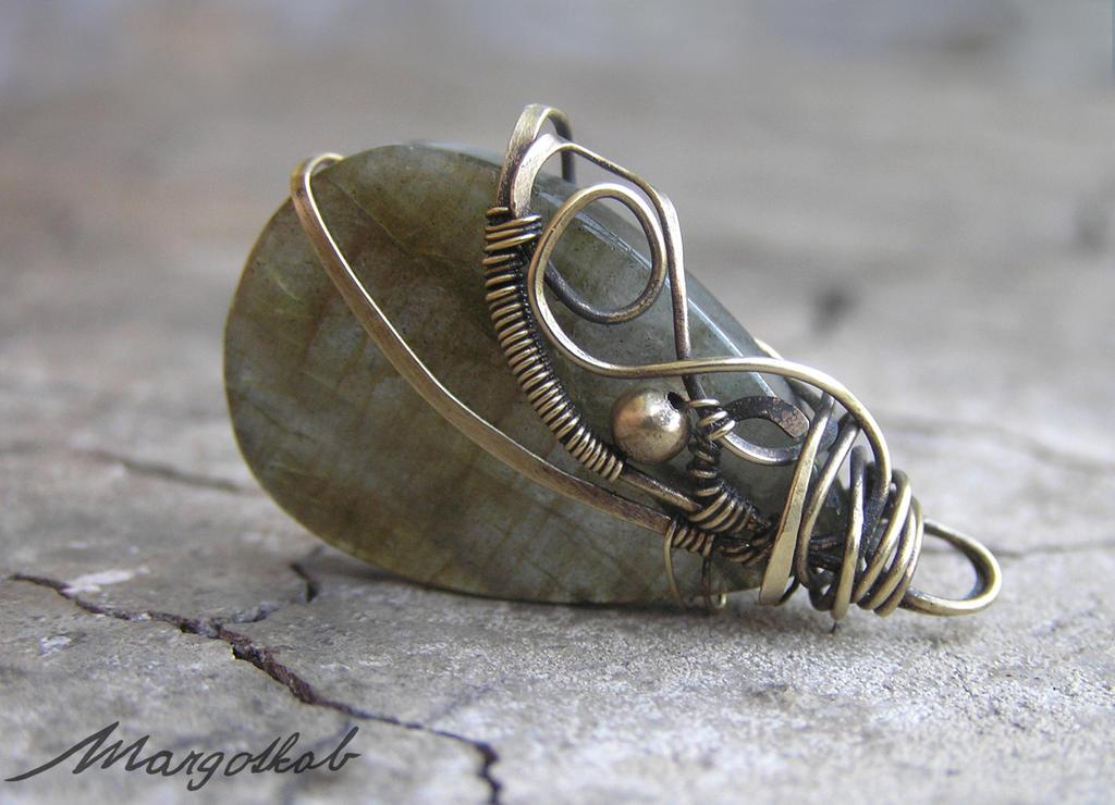 Labradorite wirework vintaged pendant by margotkab