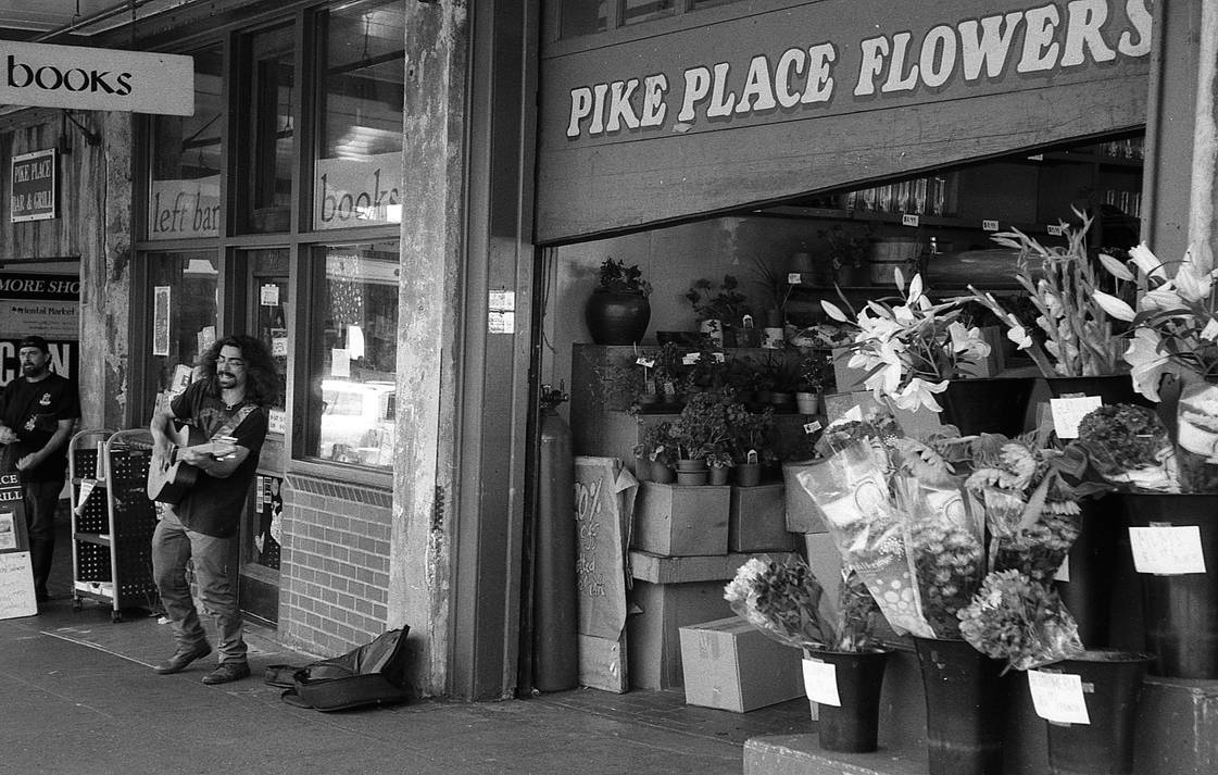 Flowers, Books, and Happy Market Vibes (Leica 21) by jesseboy000