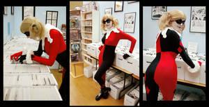 At the Comic Shop : Harley Quinn
