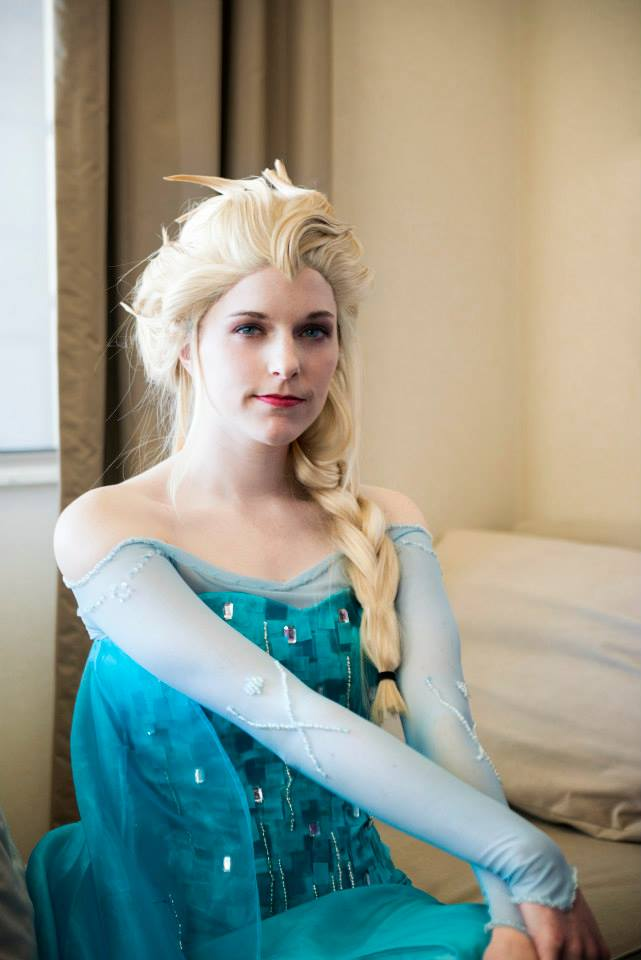 A Regal Gaze : Elsa by Lossien