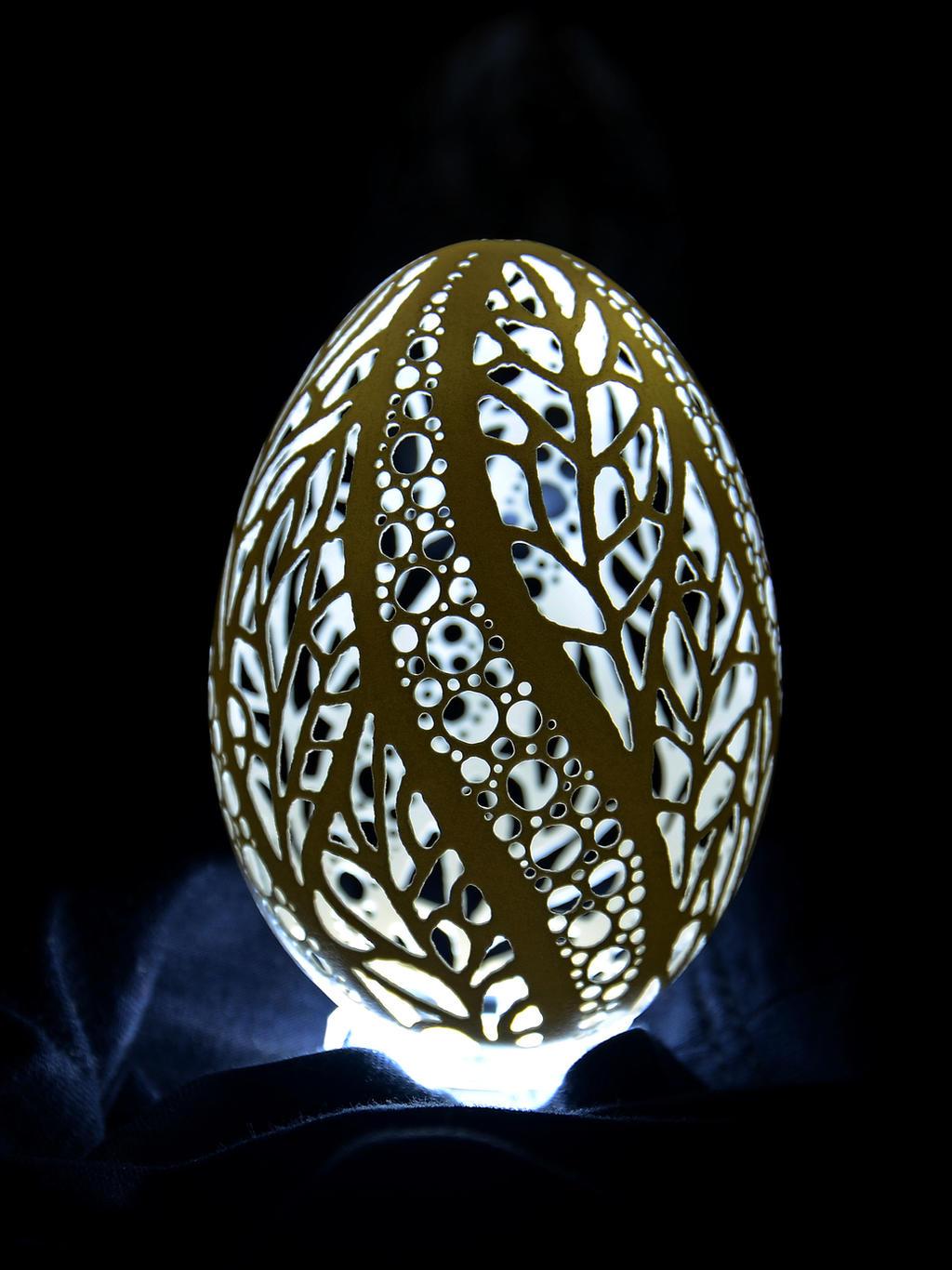 Egg shell carving