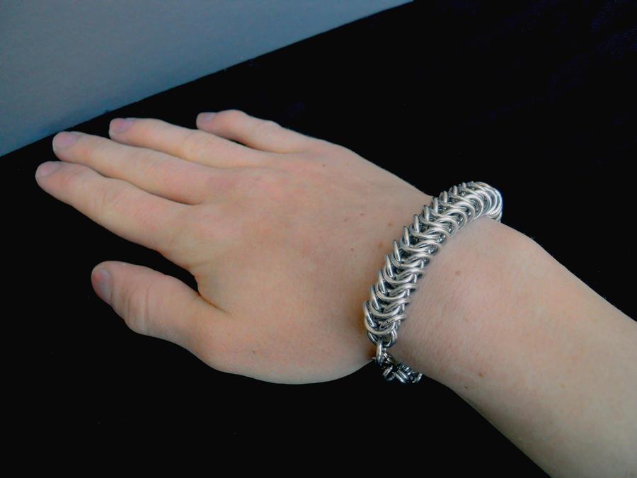 bracelet on wrist - photo #4